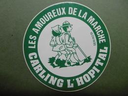 Ville CARLING L'HOPITAL Les Amoureux De La Marche 57 MOSELLE - Autocollant Sport Plein Air Randonnée - Autocollants