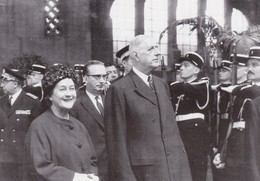 """""""METZ ET DE GAULLE:  LES RENDEZ-VOUS D'UNE VIE"""". Le Président De La République En 1964. Photo De PAUL DE BUSSON - Uomini Politici E Militari"""