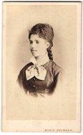 Foto Magin Polbach, San Feliu De Guixols, Portrait Junge Dame Mit Aufwendiger Frisur - Anonymous Persons