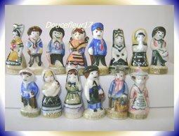 Costumes Des Régions .. Lot De 7 Couples ...Ref AFF : ( Poche N°13) - Regions