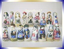 Costumes Des Régions .. Lot De 17 Fèves En Mélange ...Ref AFF : ( Poche N°14) - Regions