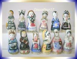 Costumes Des Régions .. Lot De 12 Fèves Femmes ...Ref AFF : ( Poche N°14) - Regions