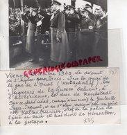 AUTRICHE -VIENNE-PHOTO GUERRE 1939-1945-DEPART L' AIGLON PARIS-DUC REICHSTADT-GAULEITER SEYSS-KALTENBRUNER GESTAPO - Guerre, Militaire