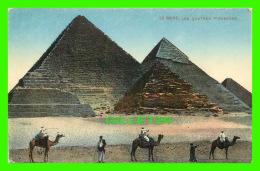 LE CAIRE, ÉGYPTE - LES QUATRES PYRAMIDES ANIMÉES - DOS 3/4 - - Le Caire