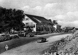 CPSM Dentelée - Col De La SCHLUCHT (68)(88) - Aspect Du Restaurant Le Chalet Dans Les Années 50 - Voitures Anciennes - France