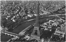 PARIS...  LA TOUR EIFFEL...VUE D AVION...PILOTE HENRARD - Tour Eiffel