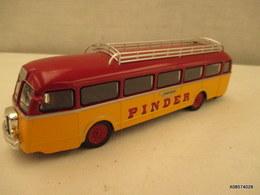 Voiture Miniature 1/43em  CORGI CIRQUE PINDER   Car CHAUSSON   Tres Bon Etat - Toy Memorabilia