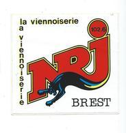 209 - AUTOCOLLANT - RADIO - NRJ BREST - 102.6 - LA VIENNOISERIE - Autocollants