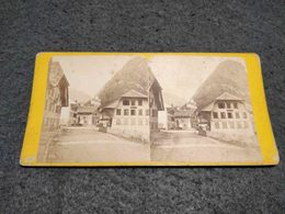 ANTIQUE STEREOSCOPIC REAL PHOTO SWITZERLANDS CANTON DE BERNE - UNE RUE DE WEMMIS ET LE CHATEAU - Stereoscopi