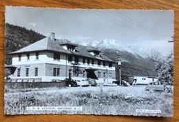 CANADIAN NATIONAL RAILWAY STATION  SMITHERS, BRITISH COLUMBIA. AVION TO PARIS 1952 - Montreal