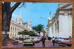 VENEZUELA  CARACAS BIBLIOTECA NAZIONALE CON MACCHINE D'EPOCA - Venezuela