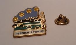Pin's Tennis / Lyon 1992 - Perrier (version Dorée Signé Arthus Bertrand) - Tennis