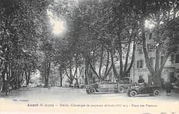 04 - ANNOT : Place Des Platanes ( Autocar & Automobile En 1er Plan ) - CPA Village -   Alpes De Haute Provence - Otros Municipios