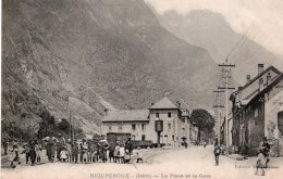 CPA    38   RIOUPEROUX---LA PLACE DE LA GARE--1908---ANIMEE - Other Municipalities