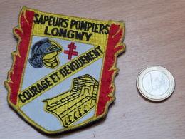 PATCH ECUSSON POMPIERS. POMPIERS LONGWY. SCRATCH. - Firemen