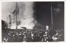 1927 - BRAND DES WIENER JUSTIZPALAST - Orig. Fotoaufnahme, Feuerwehreinsatz, Schaulustige, Format Ca.13 X 8 Cm - Katastrophen