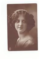 Femme Cpa Carte Photo Fantaisie Jolie Jeune Femme 1916 Paire Attachée Timbres - Femmes