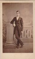 Photo Carte De Visite N° 17 - Jeune Homme En Costume Debout - Photos