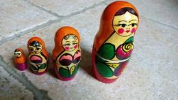 4 Poupées Russes Gigognes - Bois Peint Couleurs Vives - Orange -  Origine Pays De L'est Russie Pologne - Matriochka - - Popular Art