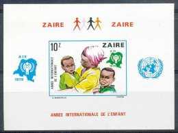 D- [35915] ND/Imperf-BL34 - ND/Imperf - Année De L'enfant - 1971-79: Mint/hinged