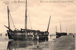 DE PANNE - LA PANNE : Bateaux Attendant La Marée Haute - De Panne