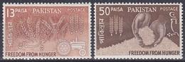 Pakistan 1963 Organisationen UNO ONU FAO Hunger Ernährung Food Getreide Crops Reis Rice Traktor, Mi. 190-1 ** - Pakistan