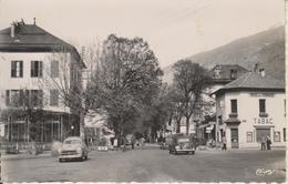 D73 - ALBERTVILLE - PLACE DE LA GARE - (CITROËN TRACTION - FORD VEDETTE - HOTEL DE LA TERRASSE) - CPSM Petit Format - Albertville