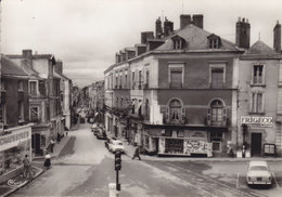 CHOLET Place Gambetta CPSM (403 Dauphine 4cv … Magasin Chaussures) - Cholet
