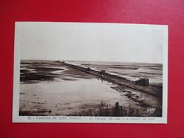 CPA 85 NOIRMOUTIER PASSAGE DU GOIS A LA TOMBEE DU JOUR VOITURES ANCIENNES - Noirmoutier