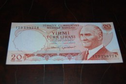 1983  Türkei 20 Lira  / 6. Emisyon 4. Tertip Serie : I / UNC - Turquie