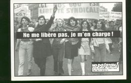 """Carte Postale Feminisme / No Pasaran """" Ne Me Libere Pas Je M'en Charge """" - France"""