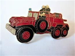 Pins Sapeurs Pompiers Véhicule Jeep / Base Argentée / Signé Badge Impact / 33NAT - Firemen