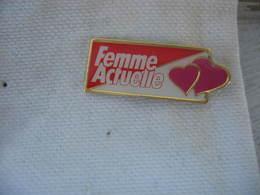 Pin's Du Magazine Femme Actuelle - Medias