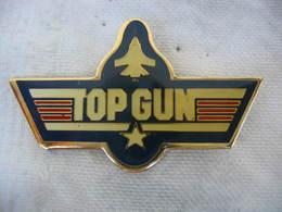Pin's à 2 Attaches Du Film Américain TOP GUN Avec Tom Cruise · Kelly McGillis, Val Kilmer, Anthony Edwards, Tom Skerrit - Films