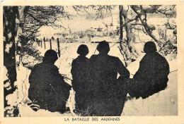 Militaria - Guerre 40/45 - Bataille Des Ardennes - Des Journalistes Américains Observent La Bataille Derri§re Lutre - War 1939-45