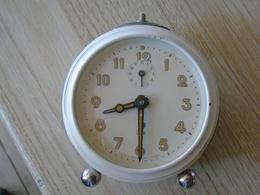 """Réveil JAZ - Très Bon état De Fonctionnement - Avec étiquette """"A La Cloche D'or"""" Rue St Rome à Toulouse - Alarm Clocks"""