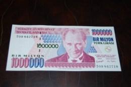2002 Türkei 1,000,000  Lira  / 7. Emisyon 3. Tertip Serie : S  / UNC - Turquie