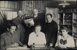 Photo Cp Güstrow, Deutsche Soldaten In Uniformen, Kragenspiegel IX 17, Schreibmaschine, Frauen - Deutschland