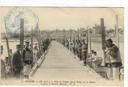 Carte Postale Ancienne Angers - Pont De Bateaux Du 6e Génie Sue La Maine. En Face Le Nouvel Abattoir - Militaires - Angers