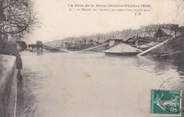 PARIS INONDATIONS DE 1910  -  (75)  - CPA ANIMÉE - AU MARCHE AUX POMMES. - Überschwemmung 1910