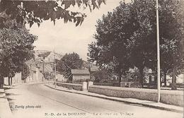 CPA Notre-Dame De La Douane Le Centre Du Village - France