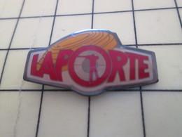613g Pin's Pins / Rare Et De Belle Qualité !!! THEME : SPORTS / TIR AU FUSIL BALL-TRAP PLATEAU LAPORTE - Badges