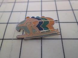 613g Pin's Pins / Rare Et De Belle Qualité !!! THEME : SPORTS / SURF SURFEUR SUR SA PLACE - Badges
