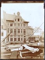 VERS 1890 - VIEILLE PHOTO ALBUMINE *** QUAI DES BRIQUES - BAKSTEENKAAI ( Coin Marché Aux Porcs ) **** - Maritiem