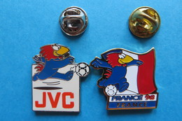 2 Pin's,France 98, JVC,World Cup,sponsoring,football,Fussball WM,Mascotte - Football