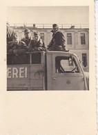 Foto Deutsche Soldaten Auf LKW - 2. WK - 6*6cm (35605) - Krieg, Militär