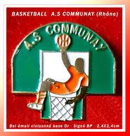 SUPER PIN'S BASKETBALL : Club A.S COMMUNAY (Région RHÔNE) Signé BP, émail Cloisonné Base Or, Format 2,4X2,4cm - Basketball