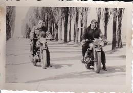 Foto Deutsche Soldaten Auf Motorrädern - 2. WK - 8,5*5,5cm (35613) - Krieg, Militär