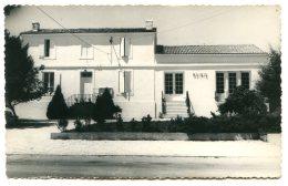 17770 ST-CÉSAIRE - CPSM 9 X 14 Cm De La Mairie Et La Poste - éditions Véronique - Autres Communes