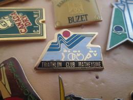 813F Pin's Pins / Rare Et De Belle Qualité !!! THEME : SPORTS / CLUB TRIATHLON MATHEYSINE VELO ROUE NATATION COURSE - Badges